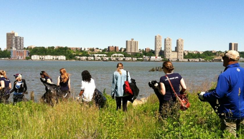 SCA and American Eagle Join Up For Service Event at Riverside Park